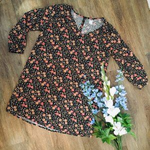 Adorable Floral Tunic with 3/4 Sleeves!
